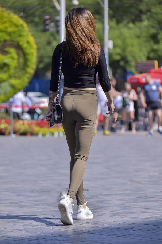 邓晶丰满美臀_你们最爱的紧身裤美臀靓女,丰满肥硕的好身材让人想入