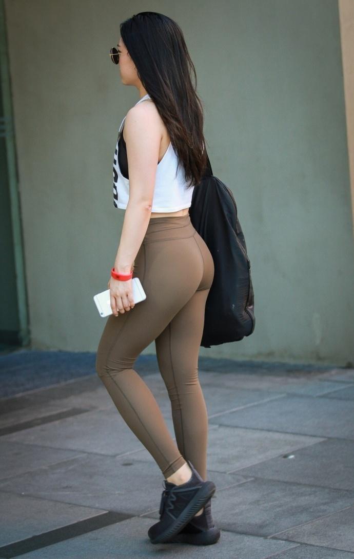 街拍性感美女, 丰满翘臀身材一级棒! ?