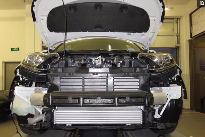 小伙在本田4S店偶遇全新CRV,车主怕不安全还加装超厚铝合金