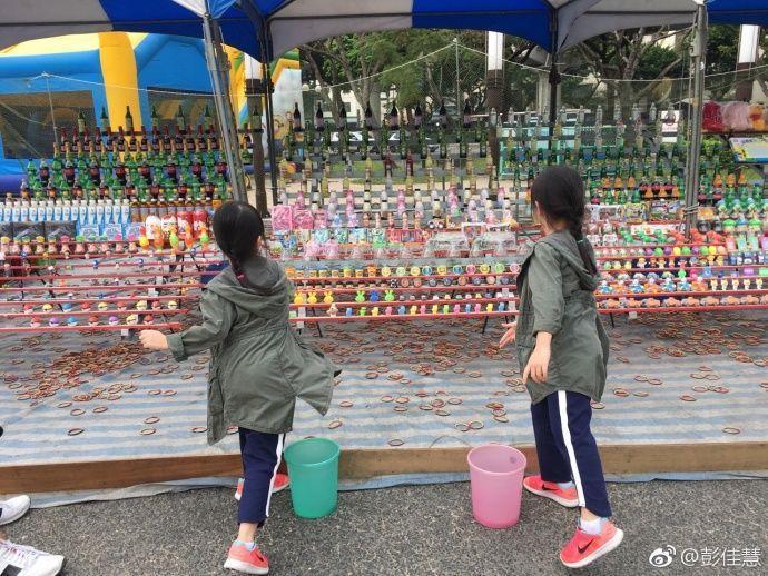 杨威双胞胎女儿真会长,一个像爸一个像妈,俩姐妹颜值差距太大了