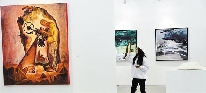 首届大学生(深圳)艺术博览会在深圳会展中心开幕