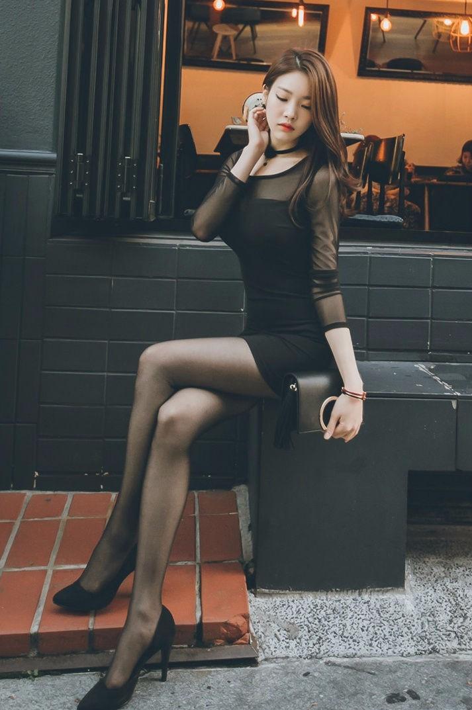 韩国美女模特朴正允高跟黑丝街拍