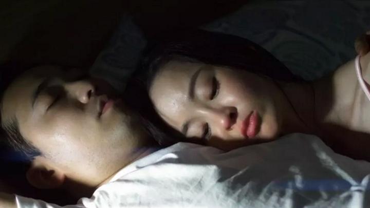 免费电影伦理狂_一部三对男女形成一条食物链的韩国都市伦理电影《食物链》