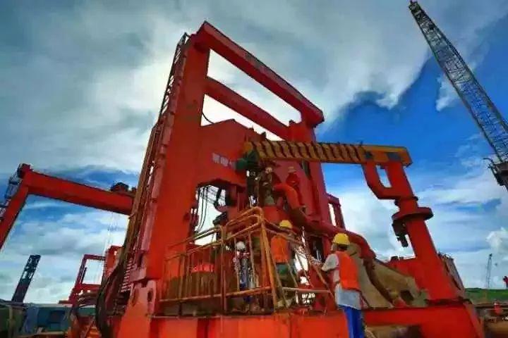 当今世界最大最强悍的桥梁钻机,kty5000型液压动力头钻机.图片