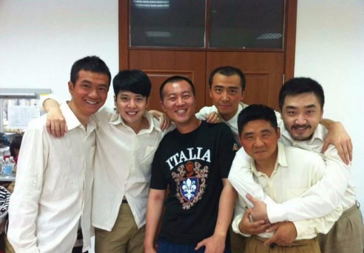 """徐海乔晒合照 与""""大学生士兵""""上演回忆杀"""