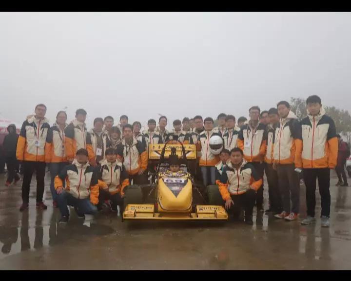 """""""顶级赛车""""全车重249kg,重量相当于1/6捷达车,长春这群""""零零后"""""""