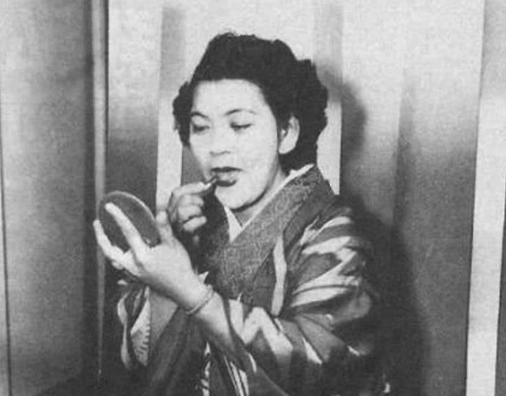 当时爆发了第二次世界大战,有一个女性叫做比嘉和子,她和很多日本人