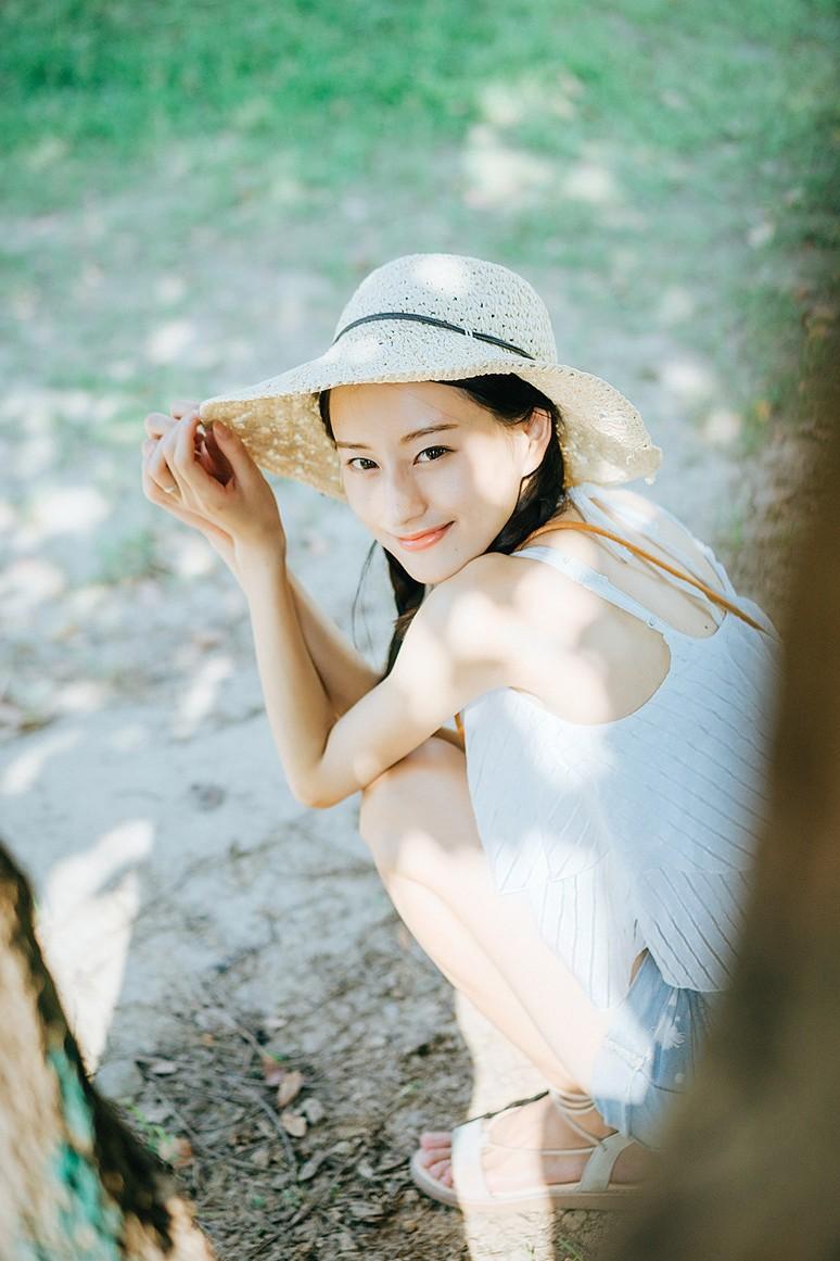 美女辫麻花a美女吊带热裤迷人写真带内裤美女带的图片
