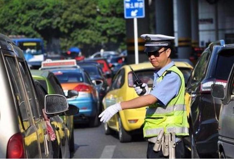 交警最新提示:这4类违章将罚2000元,老司机也中招