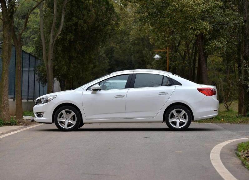 这款轿车首付仅需3.3万, 搭1.8L发动机, 车身尺寸比帝豪还大