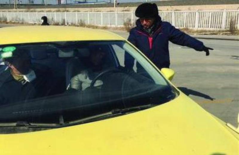 寒假迎来学车潮 青岛驾校学员增三成教练一天站八小时