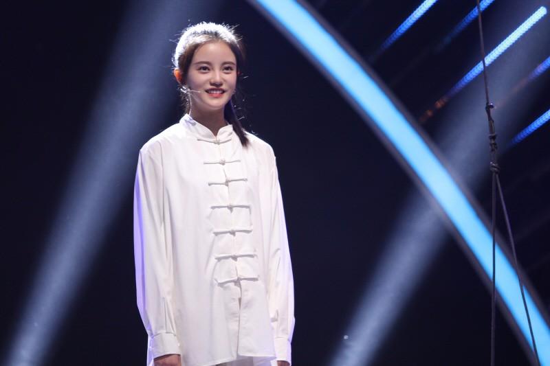"""SNH48孙珍妮空降变身""""美人鱼"""" 翩若惊鸿展大将之风"""