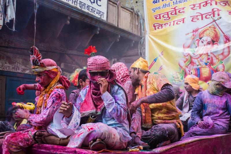 体验度过印度传统新年,你会发皓中国春天坚硬是壹股水流动
