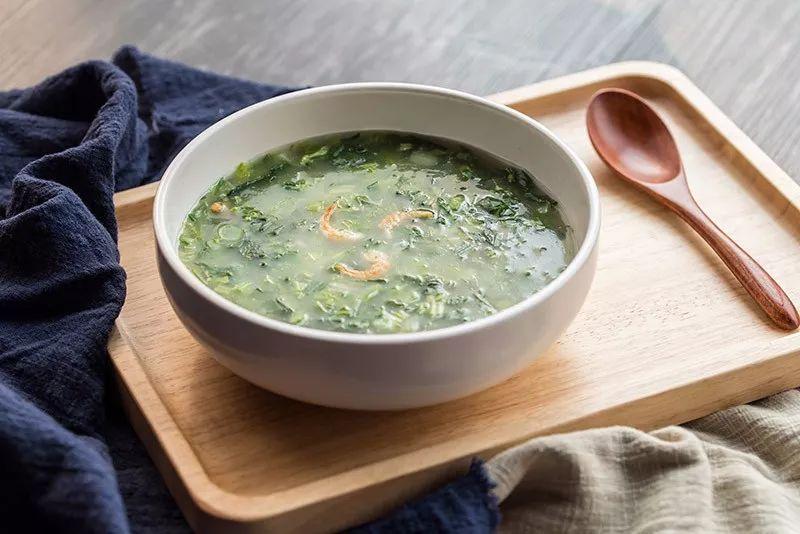 在江南的市民,他們會用七種蔬菜,然合加入米線做七寶羹