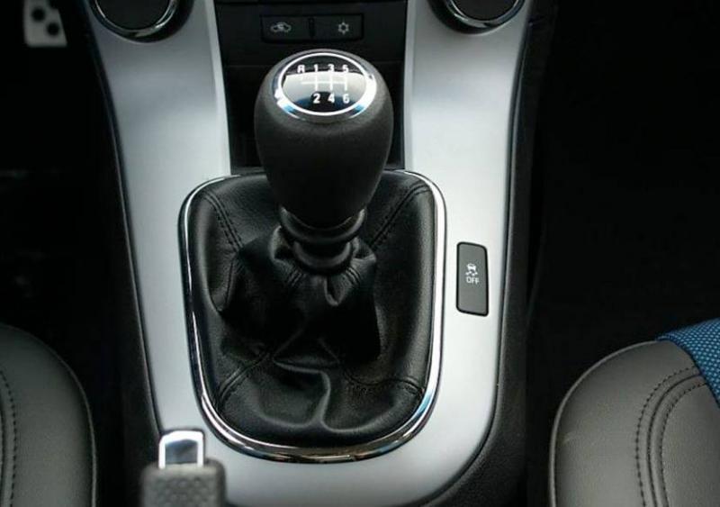 新手开自动挡的车好还是开手动挡的车好?