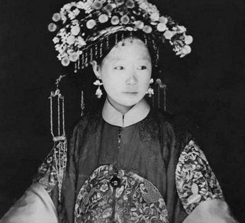 外国人拍摄下的罕见清朝老照片:大臣的夫人要比后宫妃子美图片
