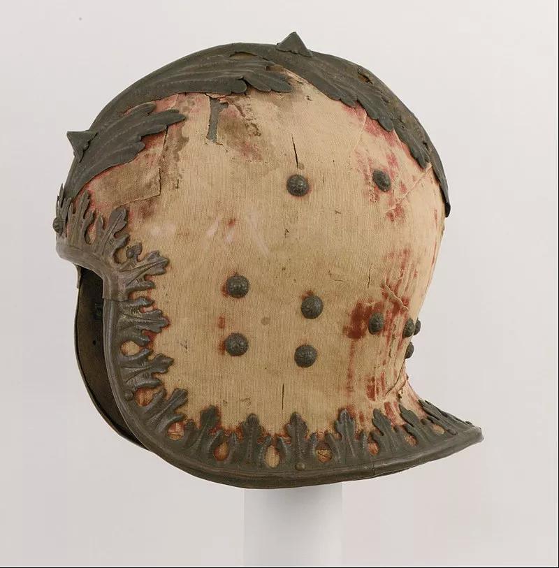 消防员头盔的前身、启发现代军队武备的中世纪