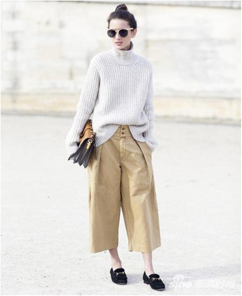 搭配大衣的阔腿裤不论是牛仔的,针织的,还是丝绒的都能显现出不同的