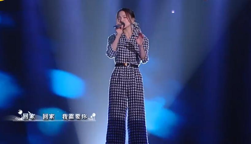 张韶涵很有亲和力,她的主持风格自成一家