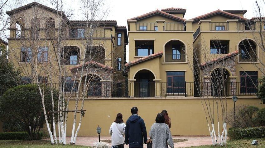 """榆林中院从一名""""老赖""""家中搜出现金近2000万元图片"""