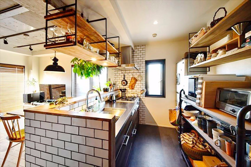 年轻小夫妻居然把55平米的房子装成咖啡厅,一到厨房就