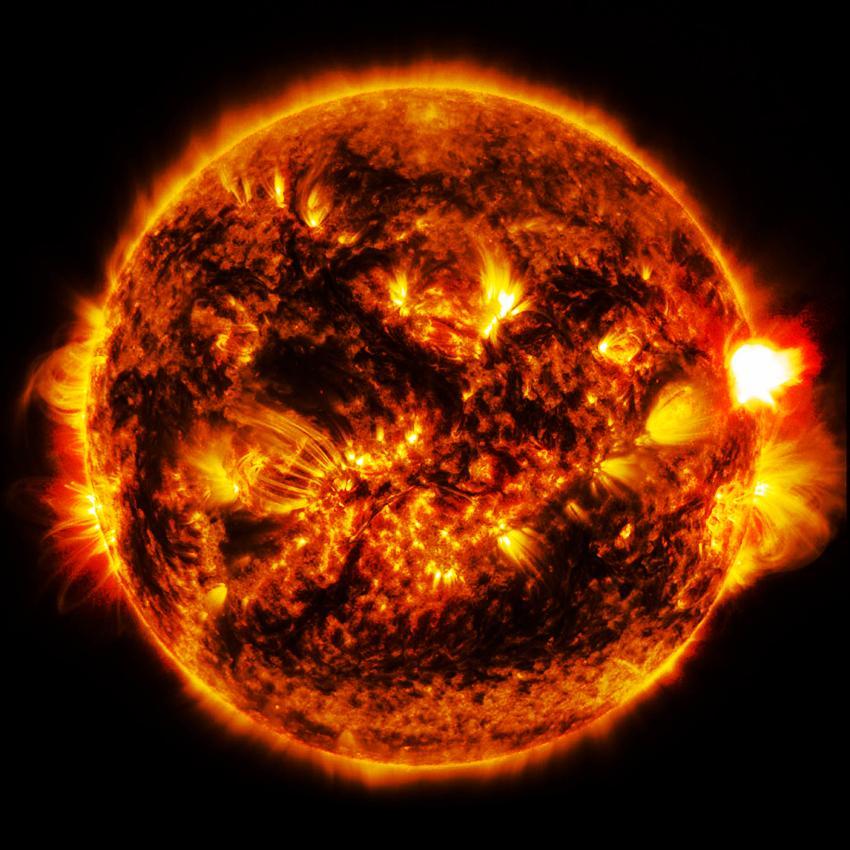 太阳18小时内2次喷出巨型怪物,都比地球大数倍,人类危险吗?图片