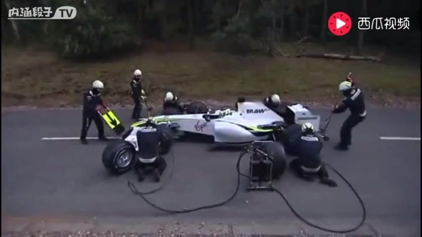 奇趣视频 驾驶员:卧槽!我TM还在车上!你们把轮胎装好在跑啊!  