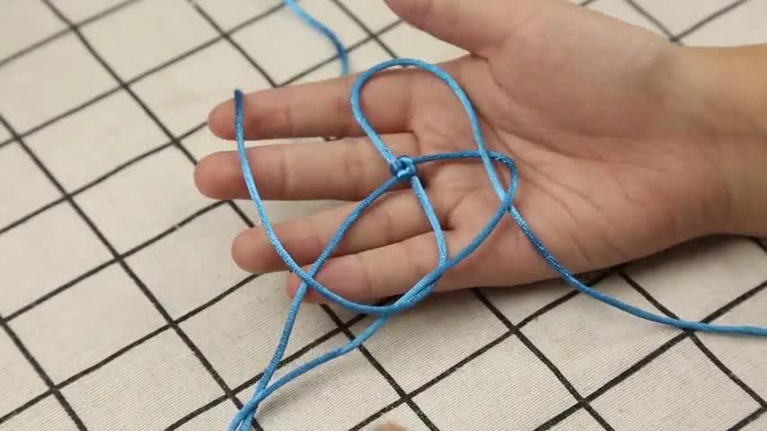 用绳子编织玫瑰花,很好看,过程并不复杂,你看了也可以