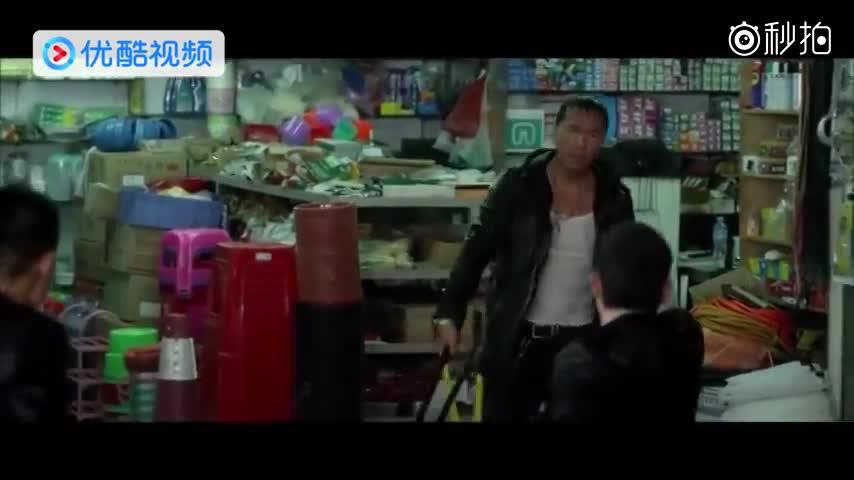 高中女混混打架的头像_最丢人女警察,街头和混混格斗,看起来像夫妻俩打架