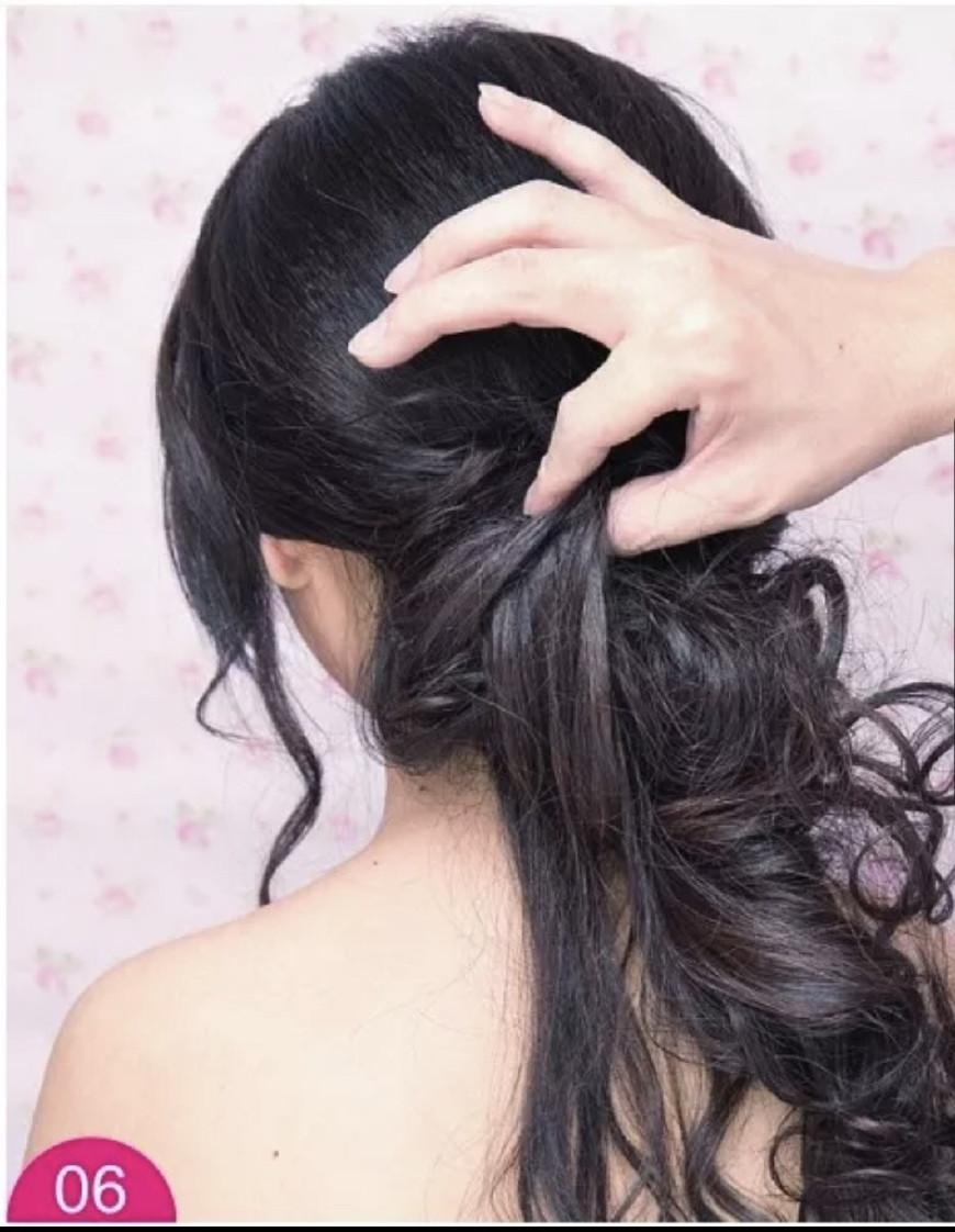 手打卷造型 造型重点 两侧刘海区保留的垂落的头发可以对脸型起到修饰图片