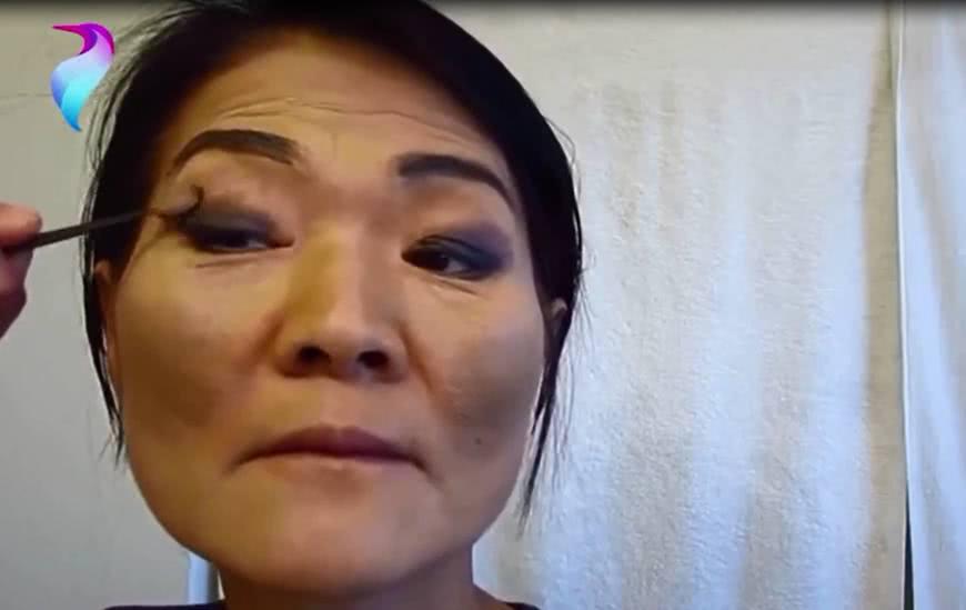 65岁的婆婆被儿媳妇嫌弃长得丑,当婆婆化完妆,原来也很美