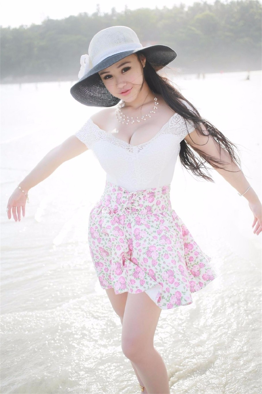 人像摄影:丰满事业海边大秀少女型女生的可爱线图片