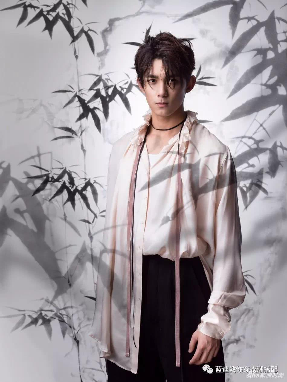 吴磊,吴秀波登上3月刊封面,易烊千玺摇滚朋克的风格帅气又时髦