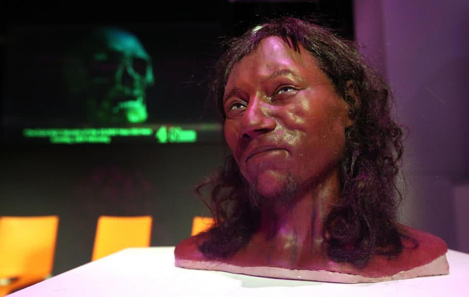 英国人该作何感想 英国万年前原始人是蓝眼睛黑皮肤图片