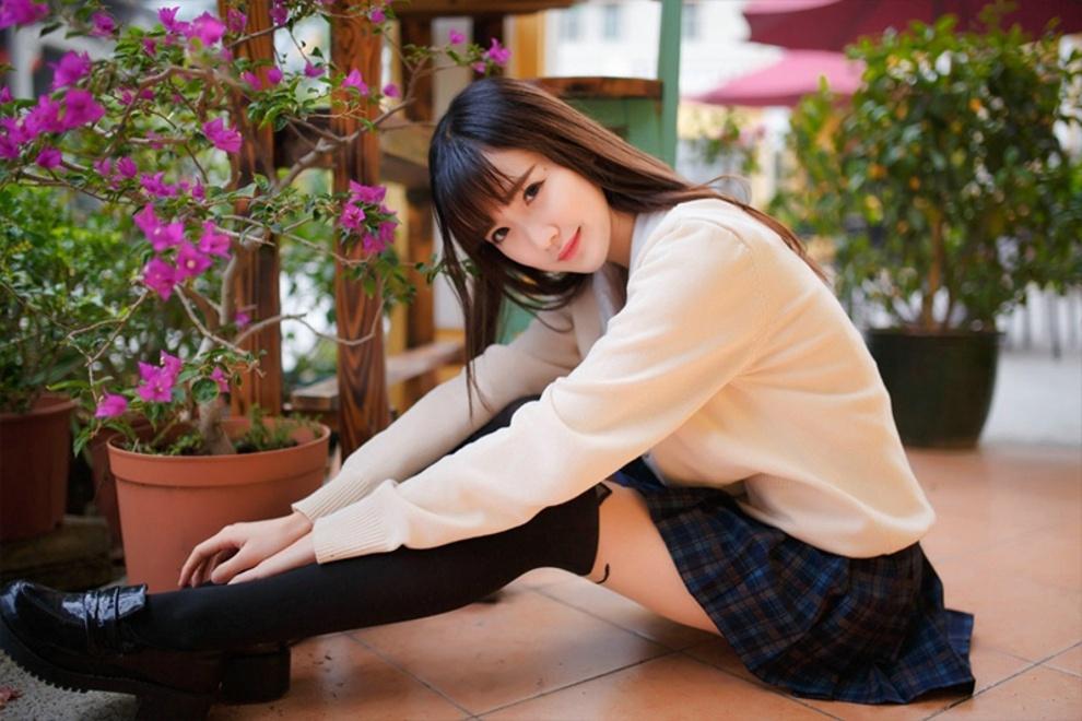 清纯漂亮美女超短裙黑丝过膝袜阳光俏皮可爱活力写真