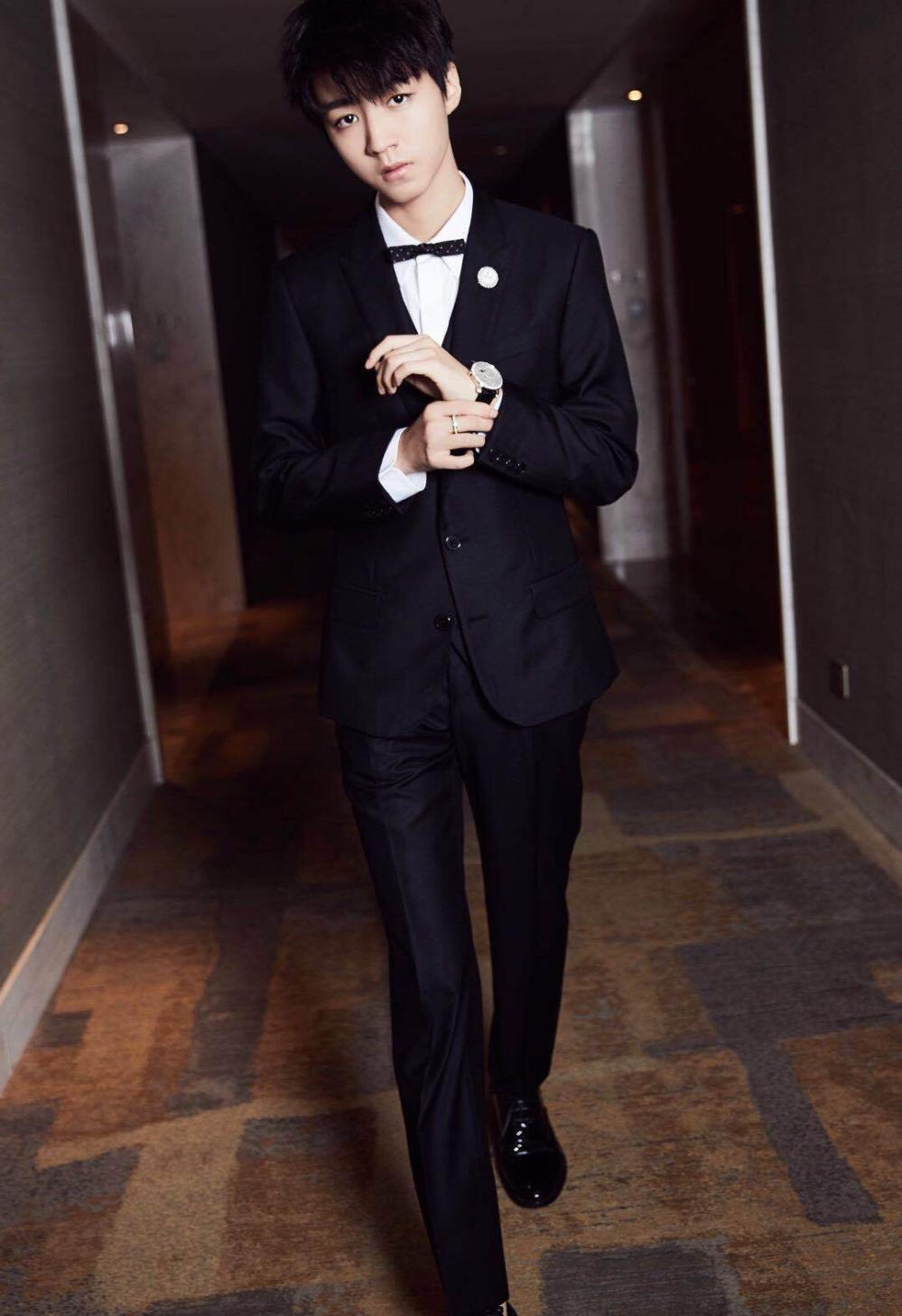 本以为王俊凯穿西装才显高显瘦,直到看见他的新造型!