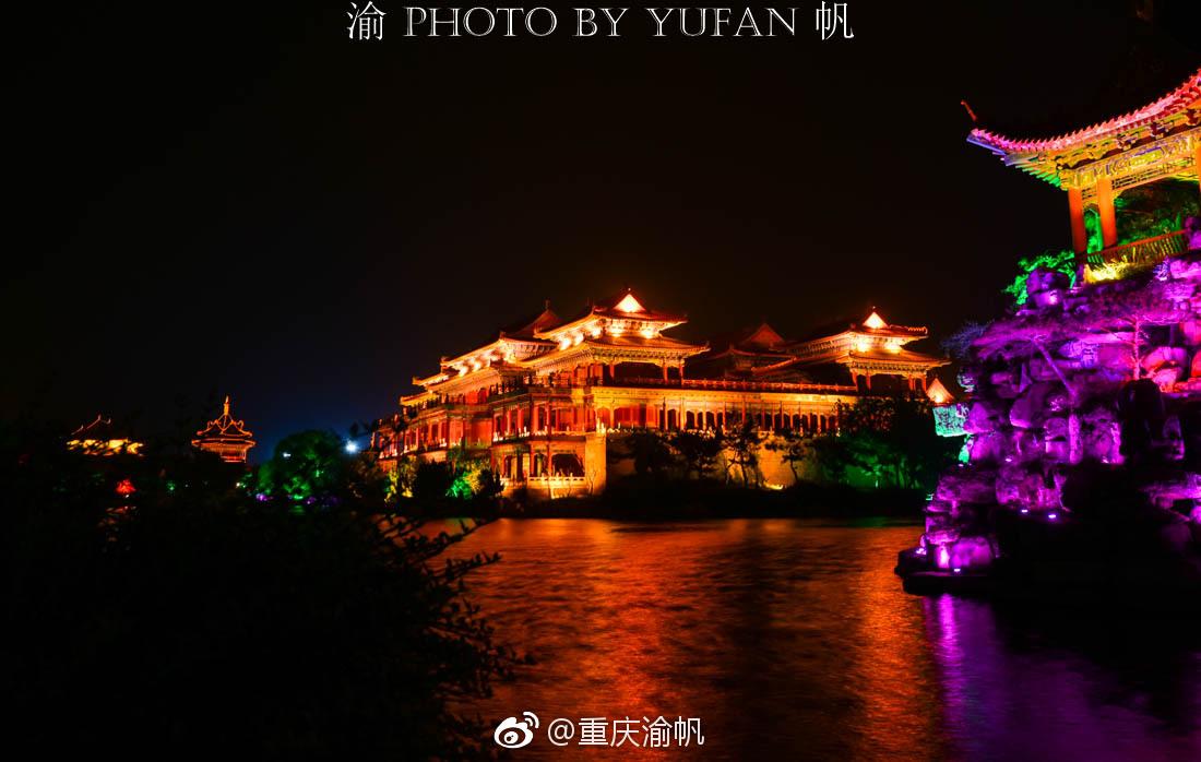 初到蓬莱仙境,美酒佳肴相迎,餐毕满眼夜游,美食郑州环境丹尼斯图片