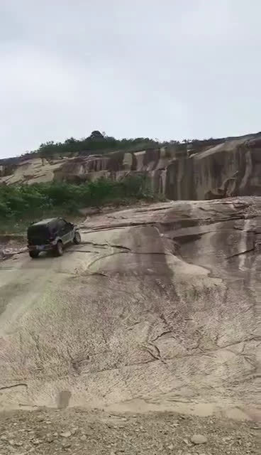 吉姆尼挑战苏坦大石壁!然后就没然后了...   老司机那点事 豁车控  ...