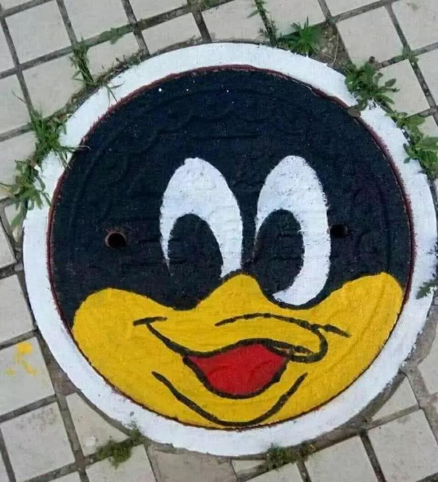 面试官:井盖为什么要设计成圆的?小伙的回答太有创意被直接录取图片