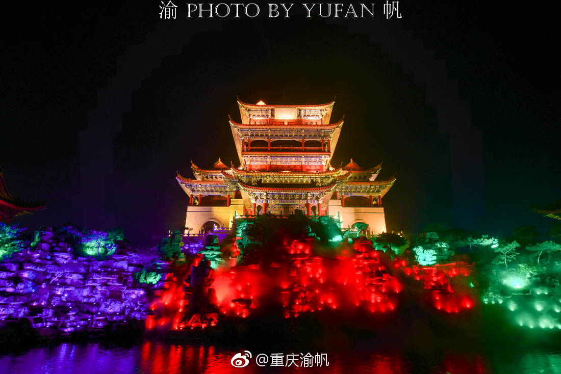 初到蓬莱仙境,美酒佳肴相迎,餐毕满眼夜游,美食徐州山云龙环境图片
