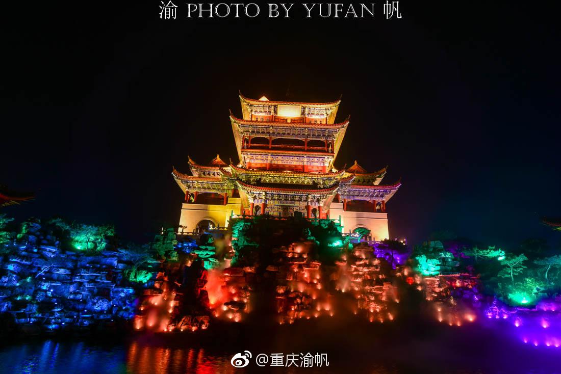 初到蓬莱仙境,美酒佳肴相迎,餐毕满眼夜游,环境美食中国500字图片