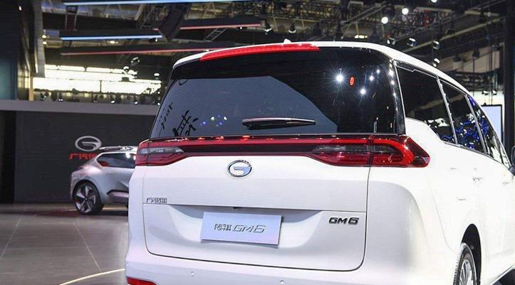 这款车给国人长脸了 12万起售不输别克GL6 不火都难