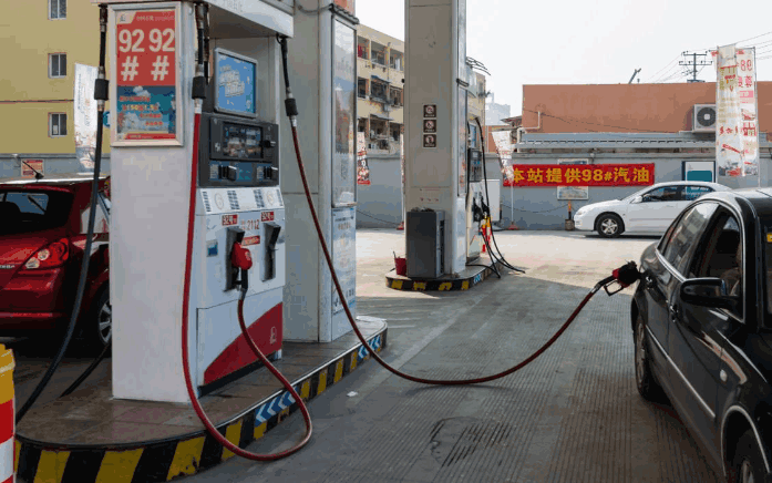 加92号汽油突然加95号汽油会使油耗降低? 这话是真的吗?
