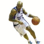 小于玩篮球