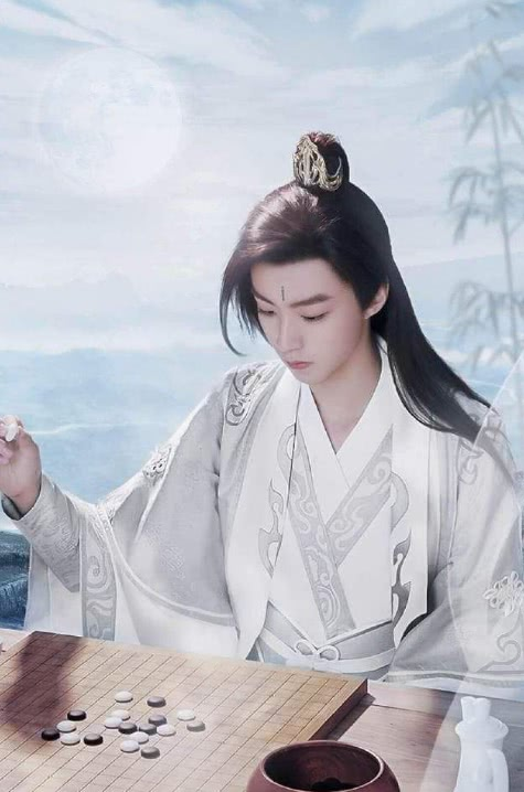 古装白衣才是真考验颜值,朱一龙100分,王俊凯90分