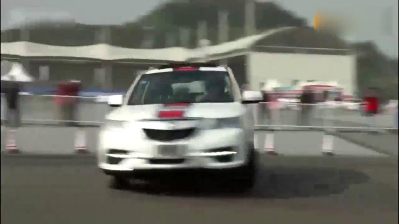 视频:美女车手太疯狂!7座SUV金杯蒂阿兹被她玩神了