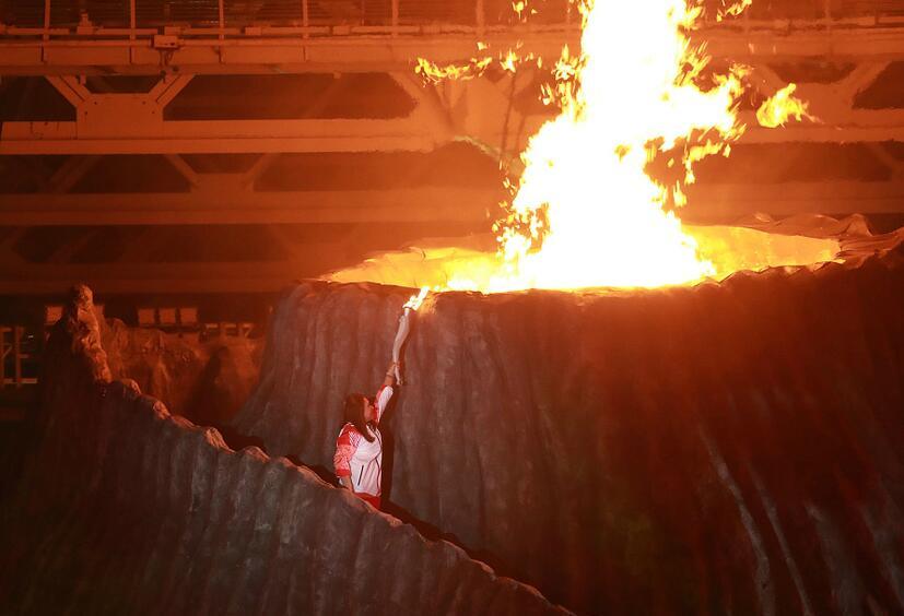 王莲香点燃亚运圣火,勾起印尼羽球巅峰回忆,如