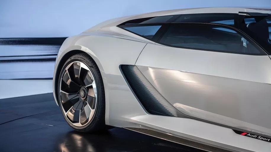 奥迪PB18 e-tron实车首次亮相,网友评论亮了:不怕被抄袭?