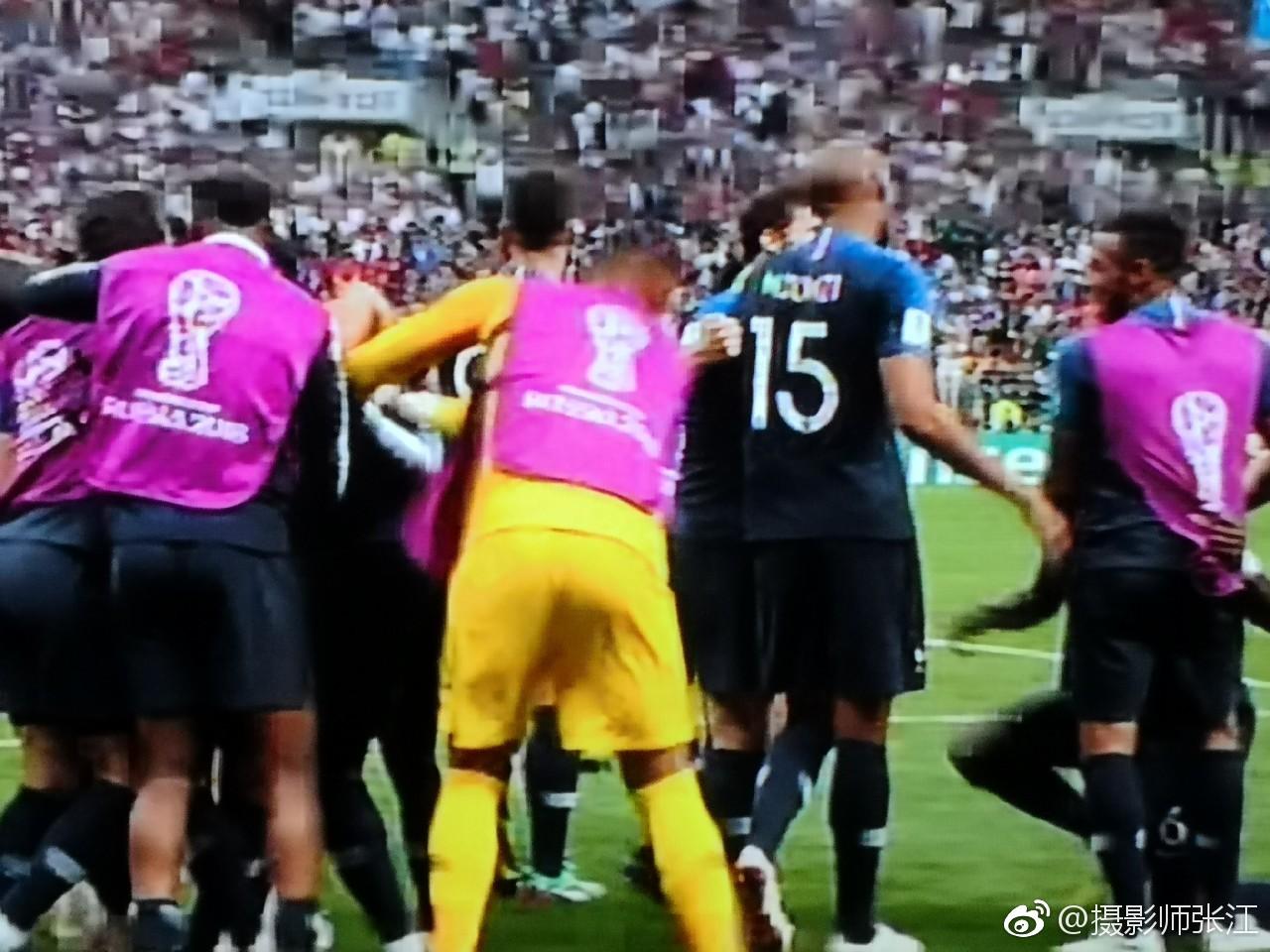 2018俄罗斯世界杯决赛,法国对阵克罗地亚,比赛进行到65分钟_新浪看点