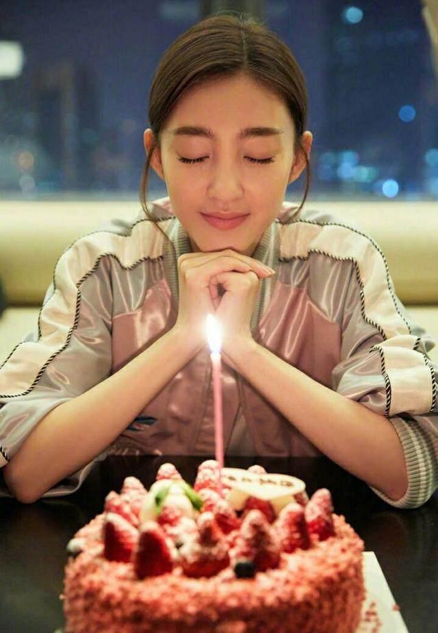 姐姐生日��.d_王丽坤33岁生日晒许愿照,网友放大后,发现